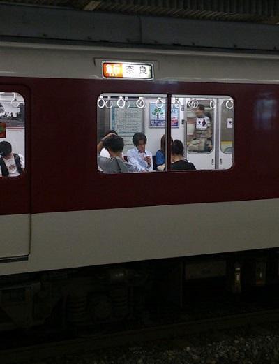 近鉄京都線の奈良行き